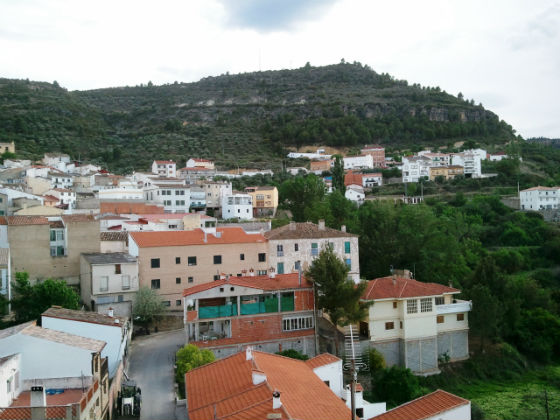 Vista frontal Terraza Casa Rural Valle del Cabriel